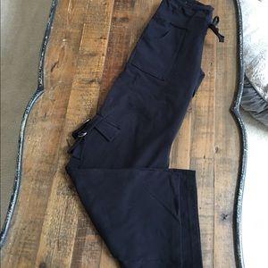 Athletic cargo leggings